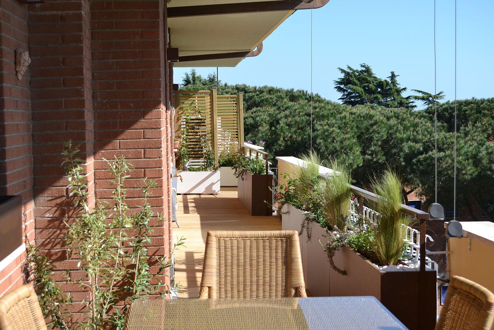 Openspace architettura d esterni realizzazione for Arredare balcone stretto e lungo